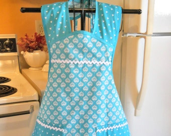 Old Fashioned Vintage Style Apron in Aqua Teal