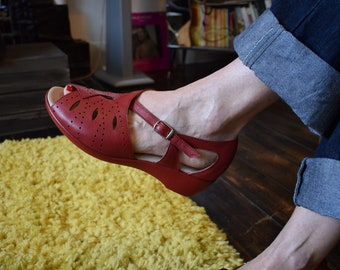 d4c80ecd45465f 1940s 50s RED Rockabilly Style Leather Wedge Comfortable Shoes Sandals sz 8  8.5 uk
