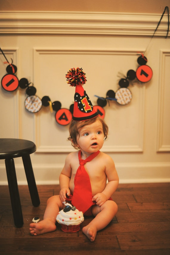 Mickey Birthday Hat Diaper Cover And Tie Set 1st