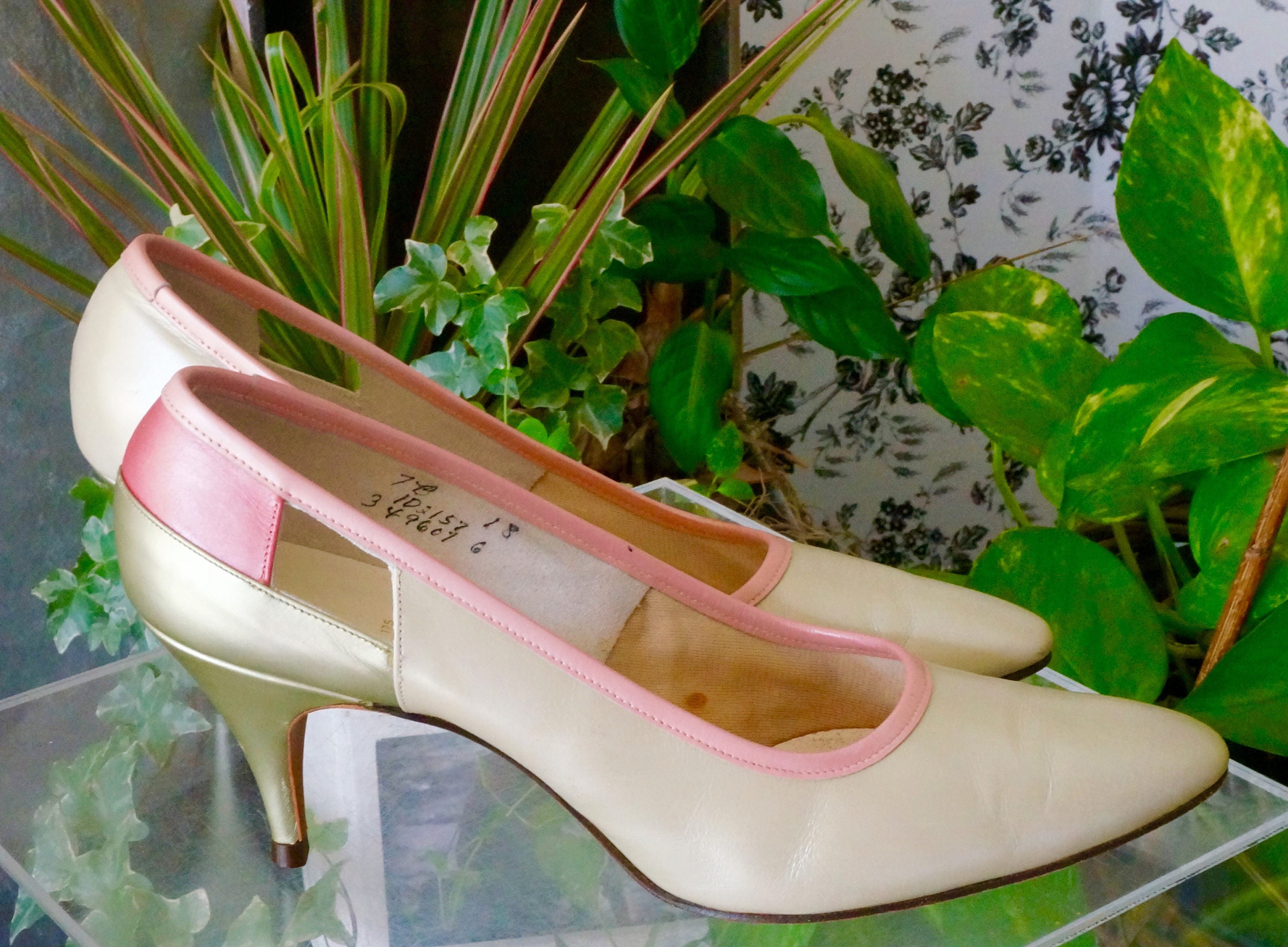9ae17b4d9a Free Shipping! Vtg. VALLEY Pumps in Taupe Green and Pink - Size 7