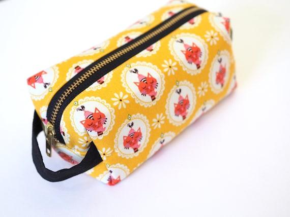 Makeup Bag  Pencil Bag Cassette Tapes Print Metal Zipper Bag 8x5
