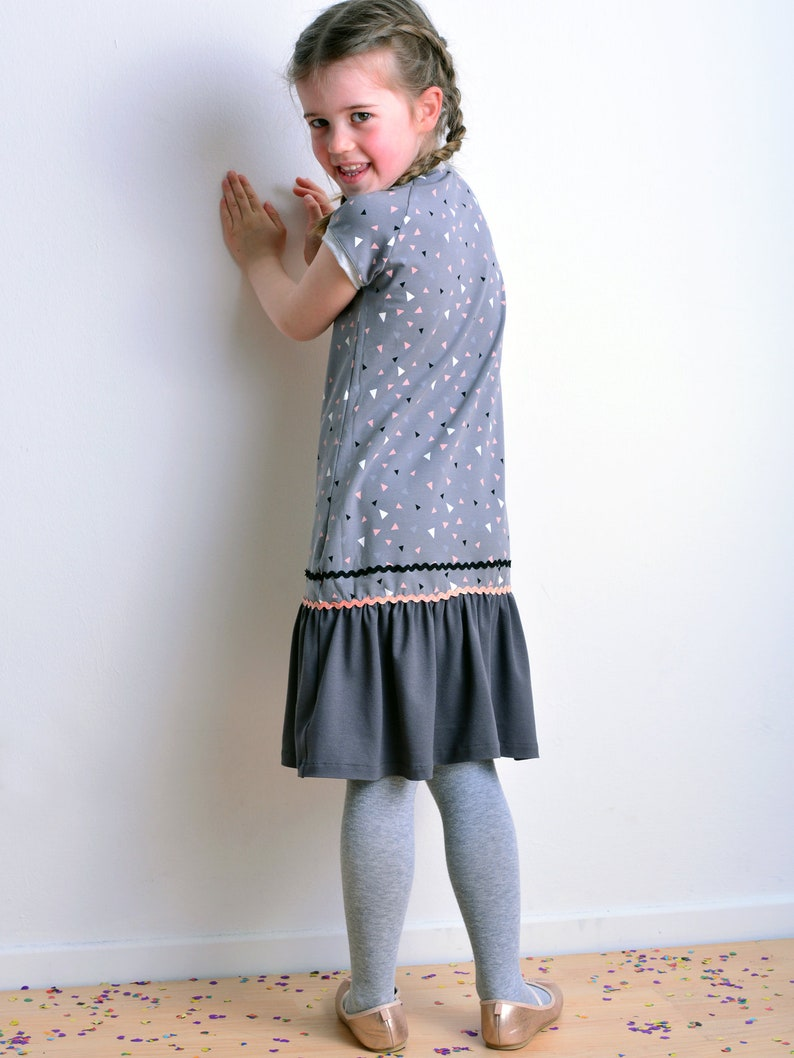 girl dress grey triangle button by STADTKIND POTSDAM