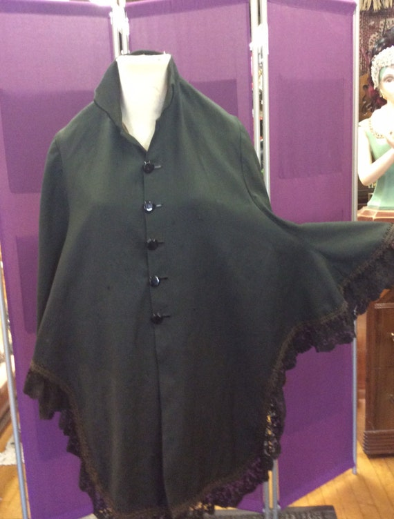 Victorian cape in wool and lace