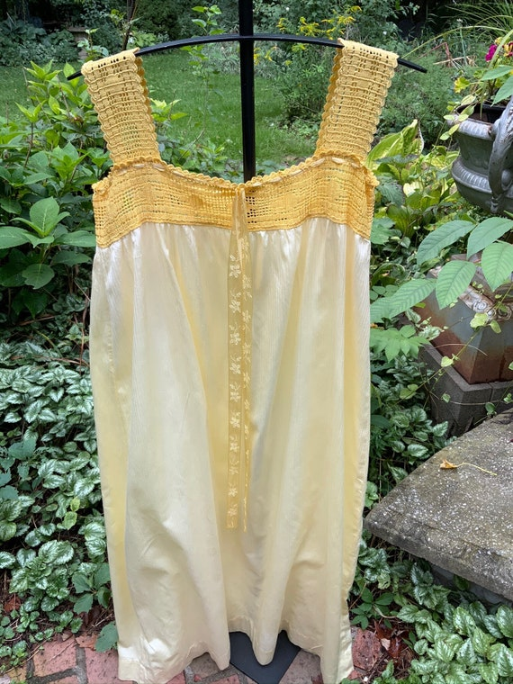 Sunshine yellow polished cotton 1940s nightgown