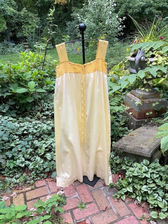 Sunshine yellow polished cotton 1940s nightgown - image 2