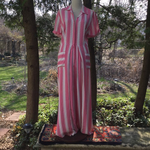 1950's  Pink & White Dressing Gown