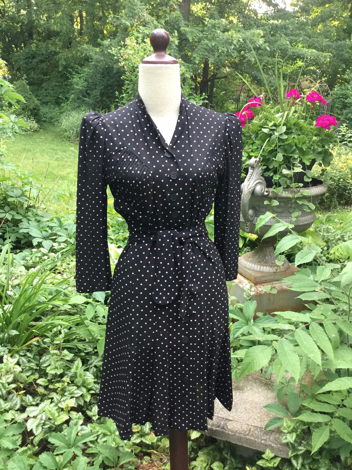 1940S Black and Pink Crepe Dress
