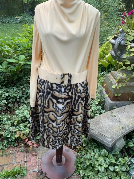 Faux fur leopard print dress---polish up those go-