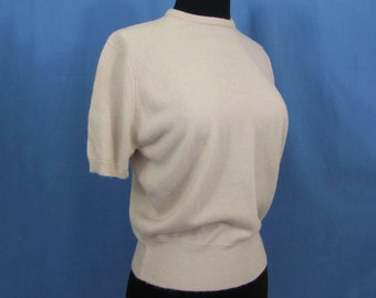 1950s orlon pin-up sweater by Shepherd - light tan short sleeve, crew neck pullover - S-M