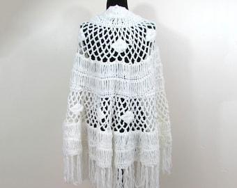 Vintage Glentey White Fringe Knit Shawl - Acrylic Fibre - 1960s-70s boho hippie shawl
