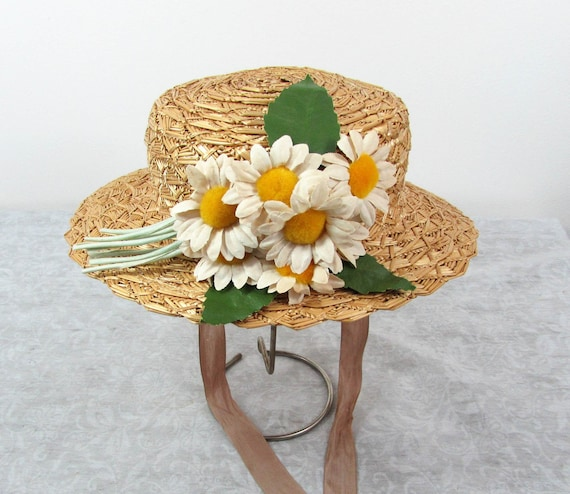 1940s Womans Straw Sailor Hat with fabric daisies