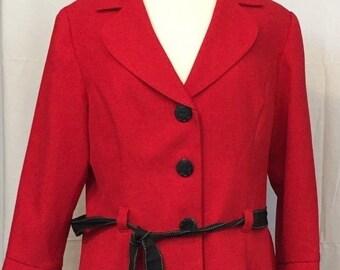 Studio 1 taille 14 jupe et veste tailleur rouge bouton Floral noir devant