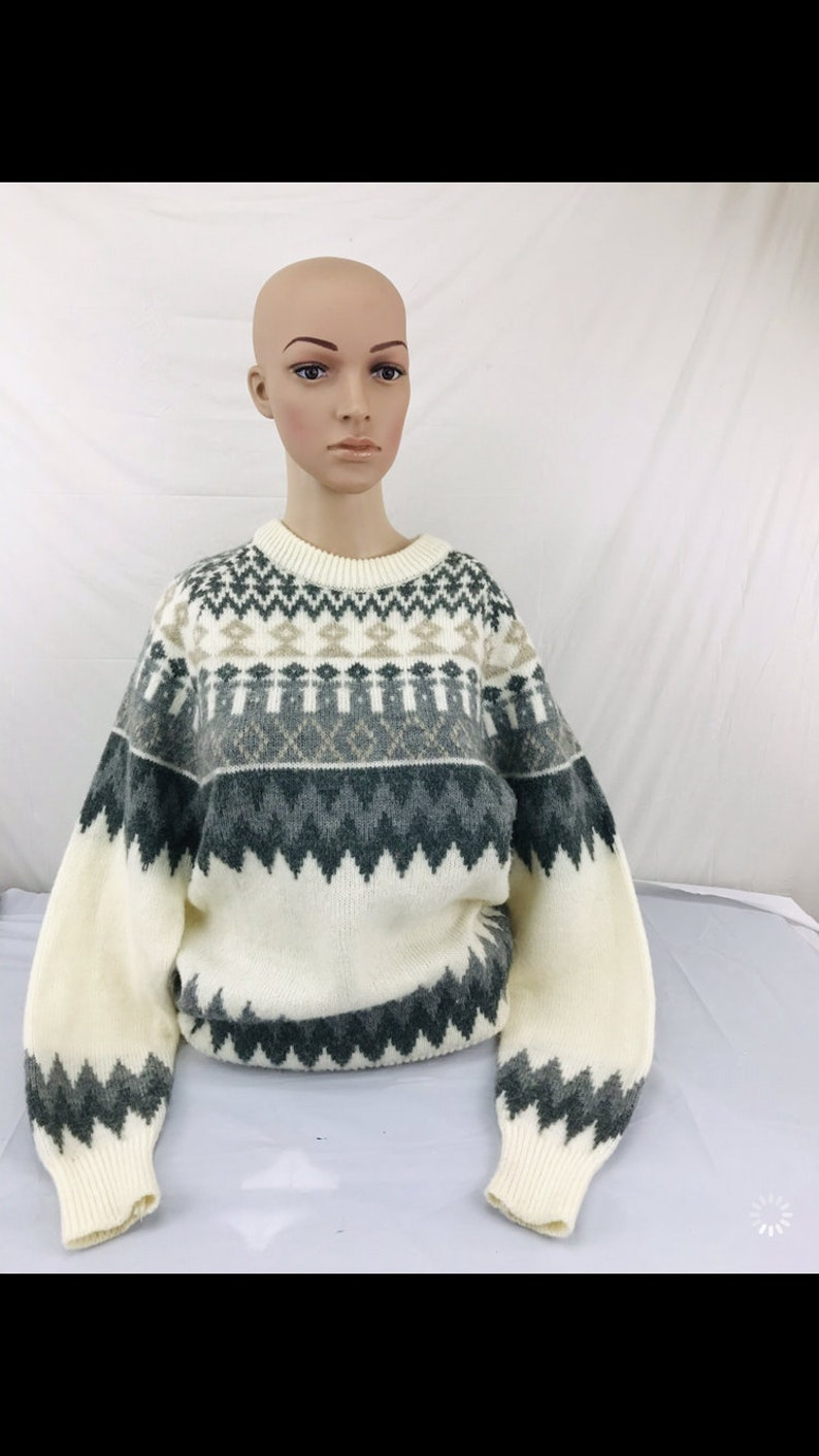 The Men\u2019s Store sz M Sweater white gray black