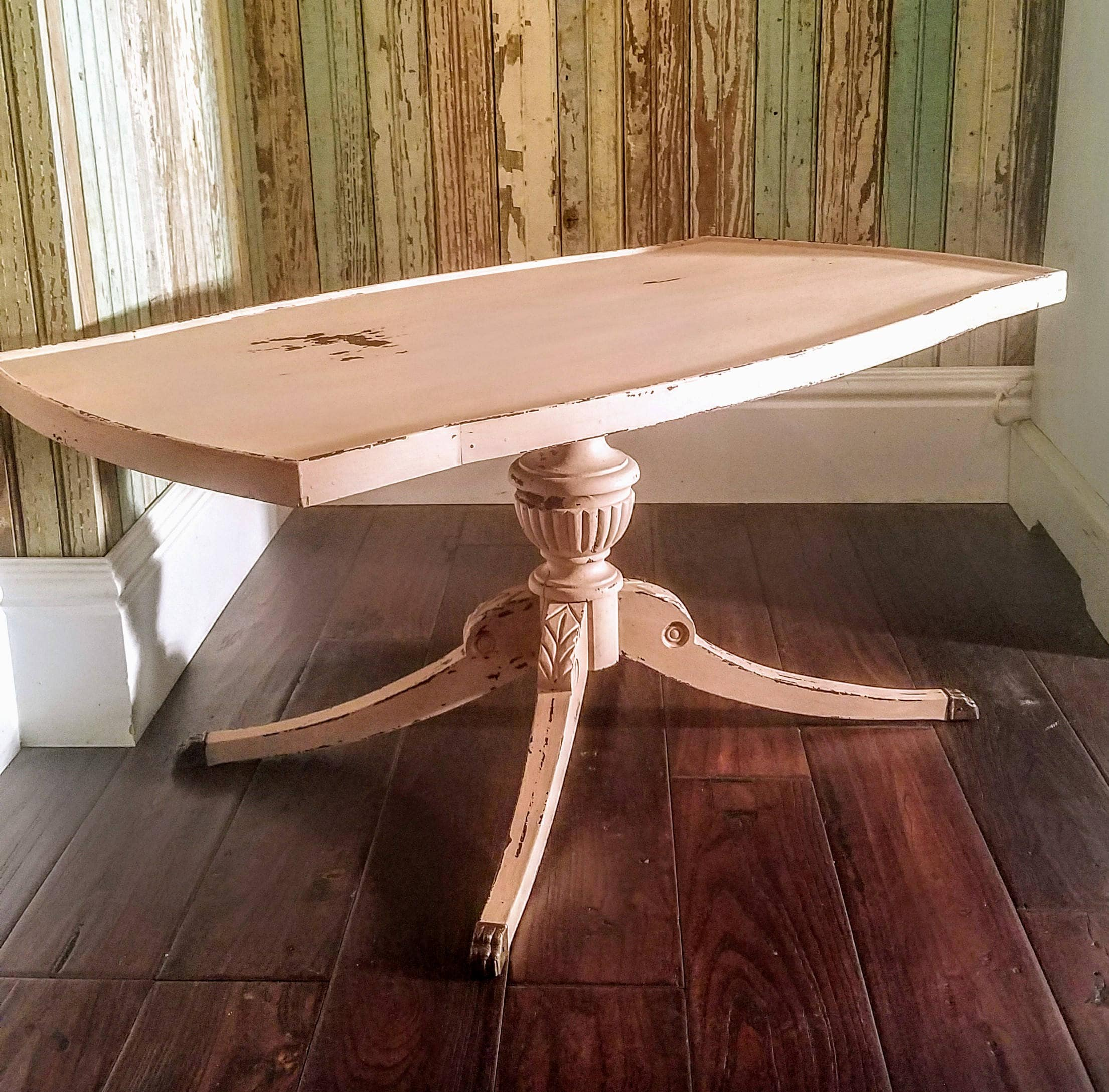 DISCOUNT FOR PICKUP/Vintage Chippy Painted Table