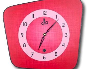Horloge murale rouge style vintage années 50