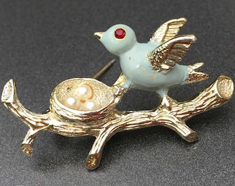 Vintage Bird Brooch with Baby Blue Bird and Red Rhinestone Eye on Silver Tone Branch with Faux Pearl Nest and Eggs, Vintage Jewelry Doddz