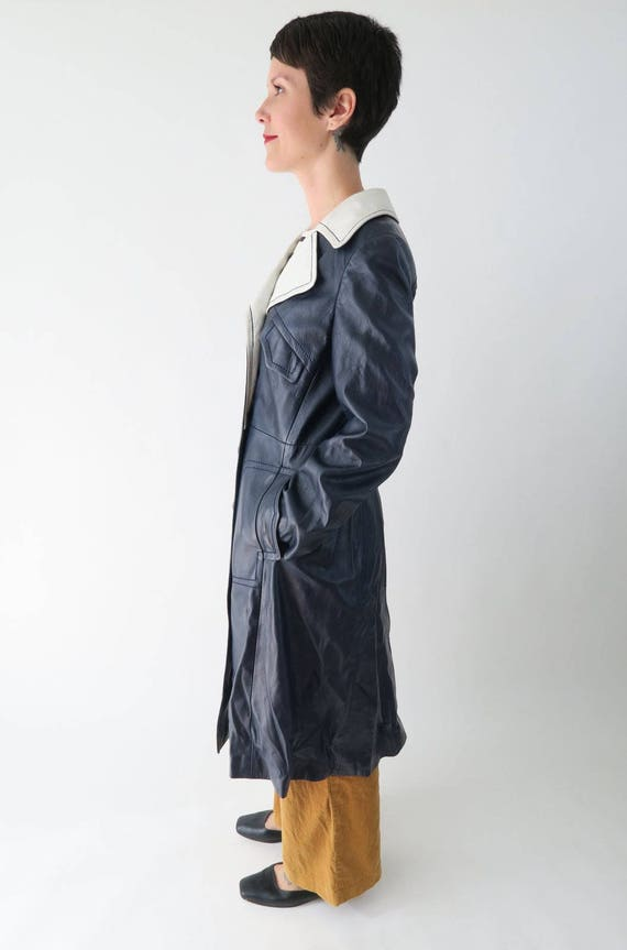 1960s 1970s Navy Blue Leather Trench Coat / Vinta… - image 2