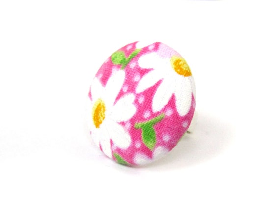 Large pink ring - daisy ring - statement jewelry - gift ideas - big fabric ring - huge button ring - floral ring - vintage inspired gift