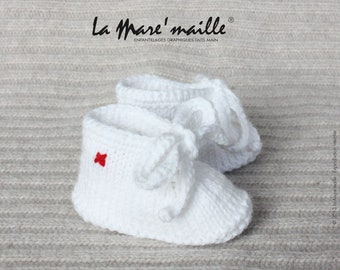 Unisex baby booties wool white sneakers with the Mare hand knitted lace stitch ' knitwear