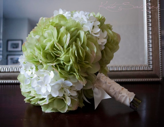 Bouquet Sposa Shabby Chic.Wedding Bouquet Green And White Hydrangea Bridal Bouquet Etsy