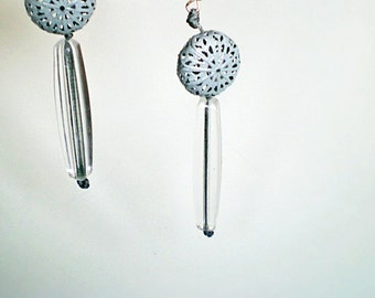 Grey geometrical filigree earrings