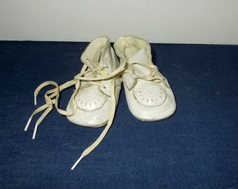 Vintage 1940s or 1950s Leather Lace-Up Baby First Walking Shoes-Cut-Outs on Toes-FREE SHIPPING