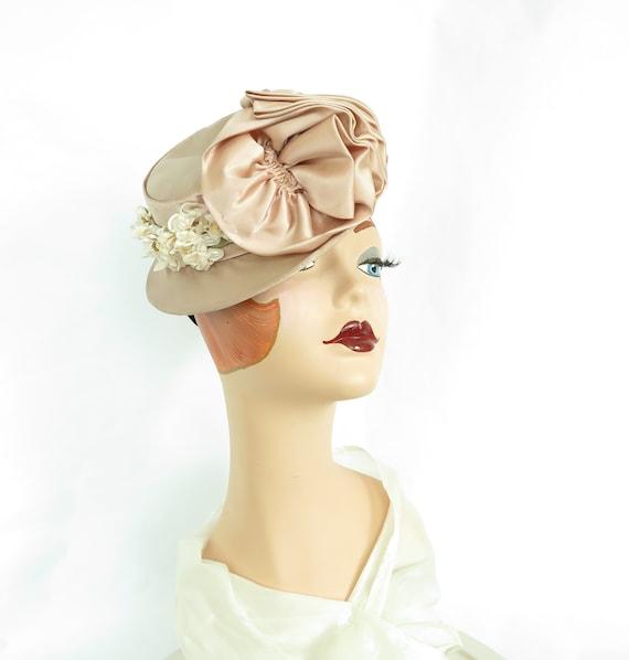 Pink tilt hat, vintage percher, 1940s mauve satin