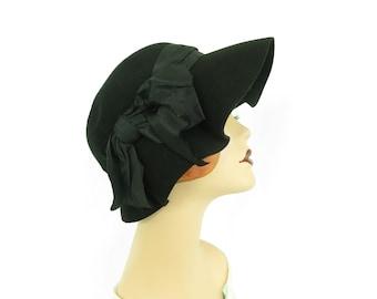Women's 1930s hat, vintage black slouch, Carson Pirie Scott Co.