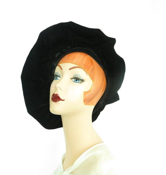 Woman's 1940s platter hat. Vintage black beret, v… - image 1