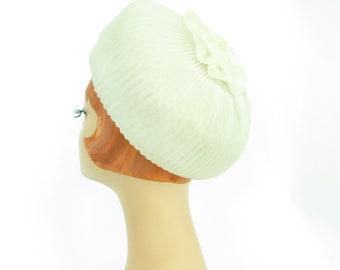 Women's white pillbox hat, vintage 1960s mid century, wedding bride