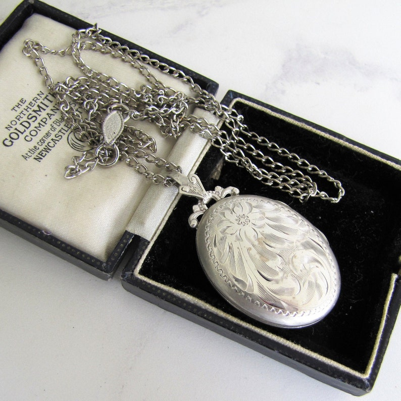 Vintage Art Deco Silver Locket On Original Long Chain. 1930s image 0
