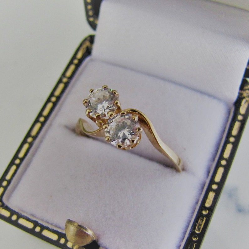 Vintage 1980s Toi Et Moi Engagement Ring. 9ct Gold Natural image 0