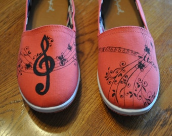 New Musical pair of size 7 shoes -sold