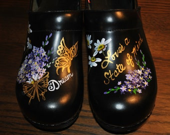 New Nurses shoes  Nurses Clogs flowers and butterflies Dreams unwind, Love's a state of mind ... sorry sold customer provided the shoes