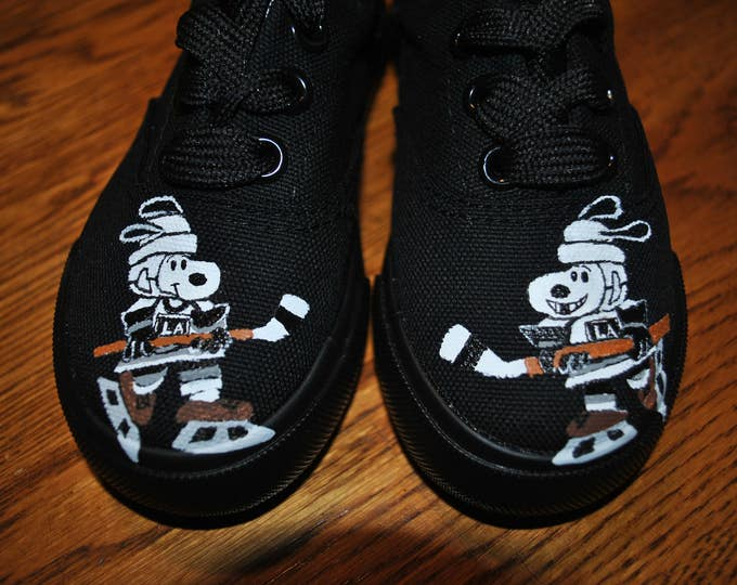 New Custom Hand Painted Toddle size 7 LA Kings Snoopy playing hockey and woodstock on backs