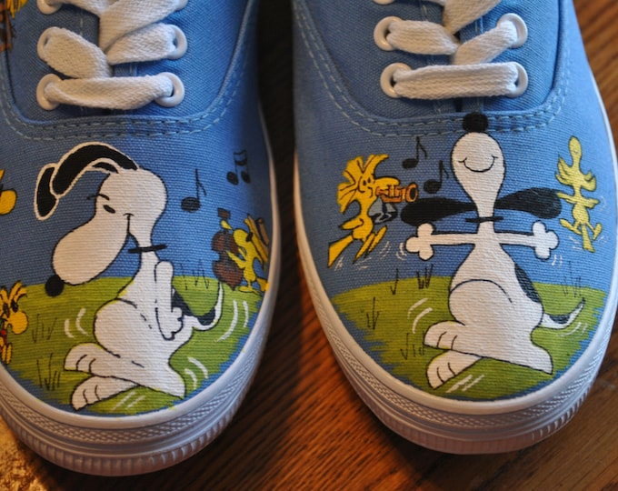 New Design Cute and Fun snoopy dancing with woodstock size 8.5 - sold this is only a sample