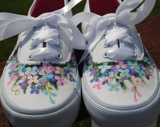 For Sale New Custom Hand Painted Flower Design size 6 - for sale READY TO SHIP