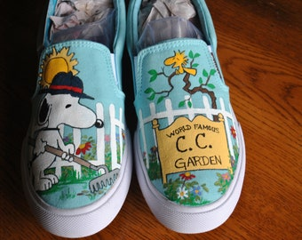 New Snoopy Gardening shoes World Famous Gardener... sorry sold just a display of what can be done