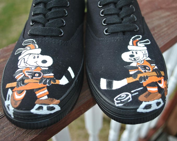 New custom hand painted Snoopy as Philly Flyer and woodstock as Harry Potter... size 8 sold only sample display