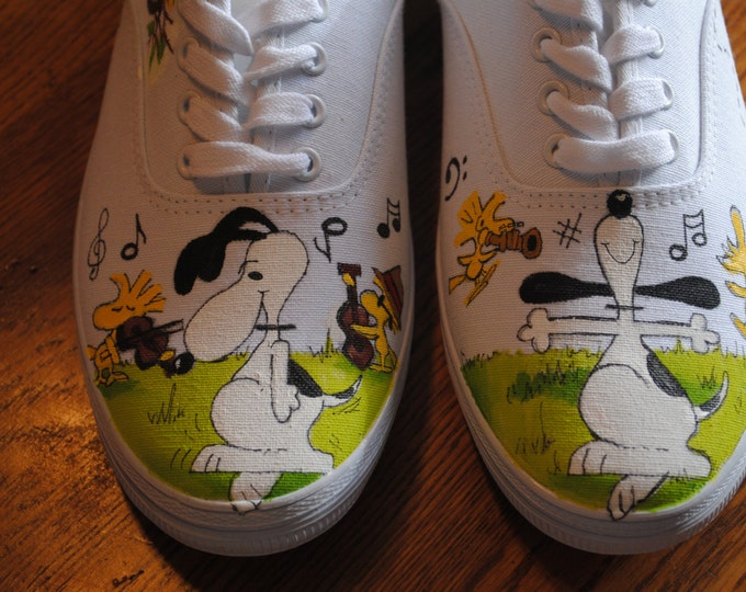 New Snoopy Dancing with woodstock and his friends size 10 on white sneaker- sold