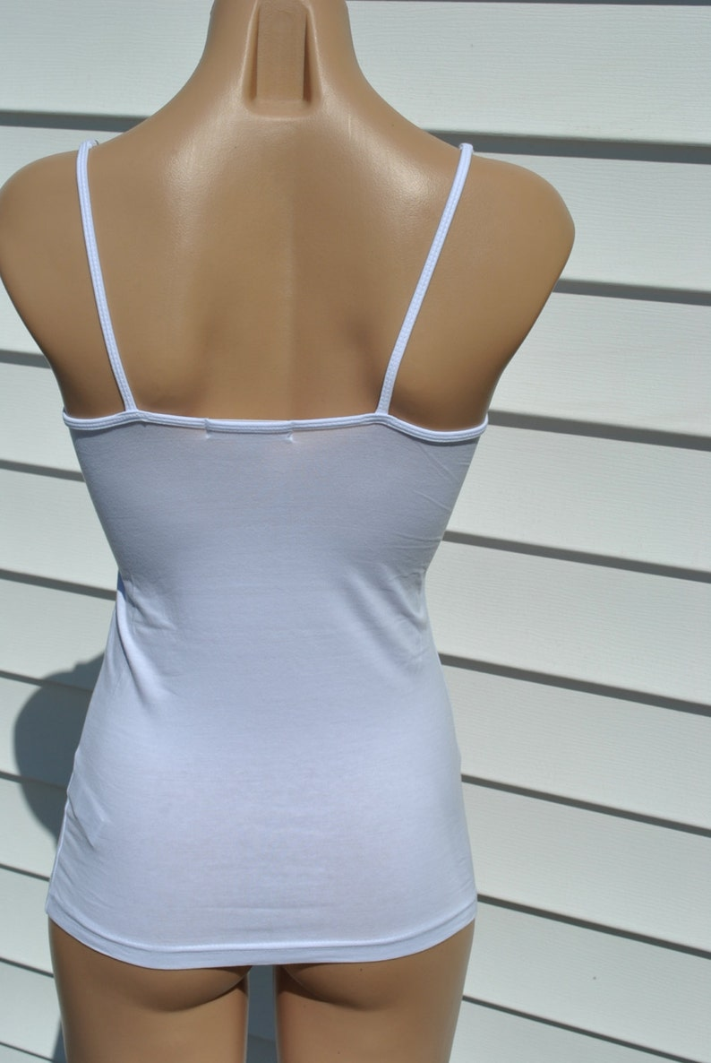 White Forever 21 cami with pretty white shell beads on straps size xs petite 00-2