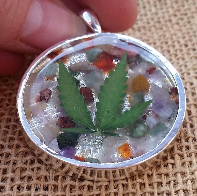 Resin Cannabis /& Mixed Gemstone Tumbled Gemstone Chip Real Marijuana Leaf Pendant Silver Tone Bezel 18 Inch Chain Weed Pot Leaf Necklace