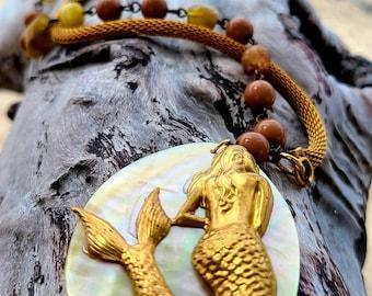 Vintage beaded Mermaid necklace ~ vintage brass mermaid ~ vintage glass bead and chain necklace