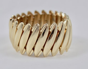 Winter White Lucite Expansion Bracelet Modern Gold Tone Holiday Party
