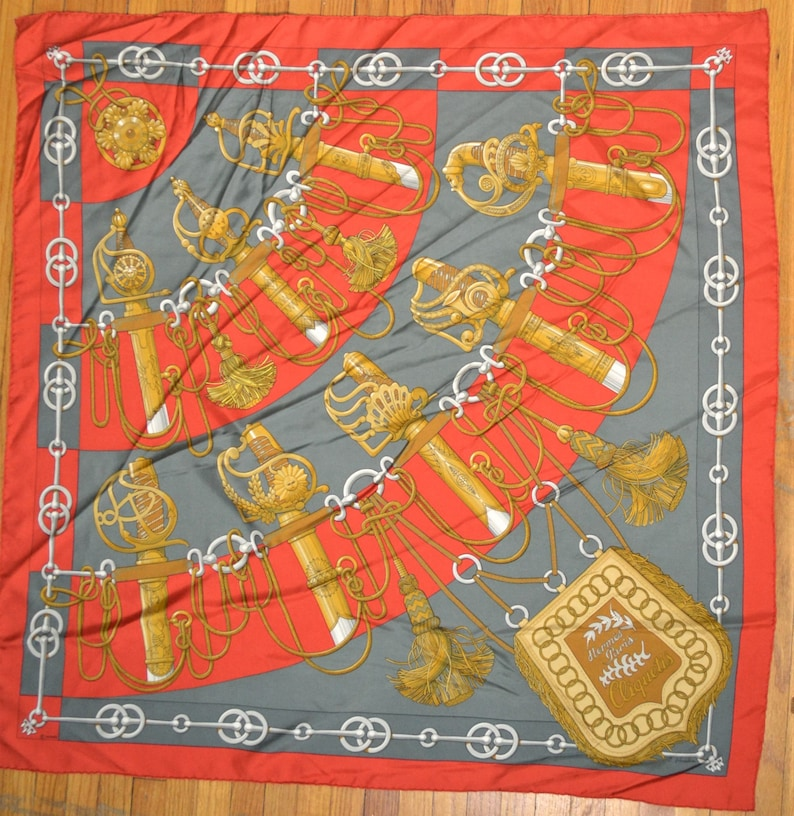 edfd008455c Vintage Hermes foulard en soie Cliquetis par Julie Abadie