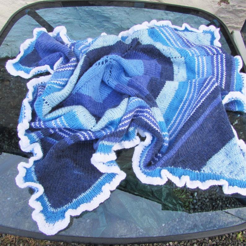 "Cosy Diamond Baby Shawl//Blanket Pretty Edging 40/"" x 40/"" 4 ply To Knit"