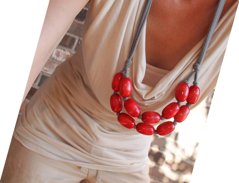 red wooden bib necklace / relaxed / casual / carefree / image 0
