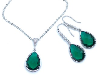 Emerald green dangle earrings and necklace, Green jewelry set, emerald glass earrings and necklace, bridal jewelry, mother of the bride