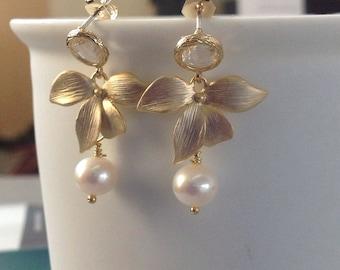 Pearl Earrings, Pearls jewelry,  Boho jewelry, Pearl Bridal Earrings, Wedding Gifts Orchid earrings pearl dangle Earrings, Gold Jewellery