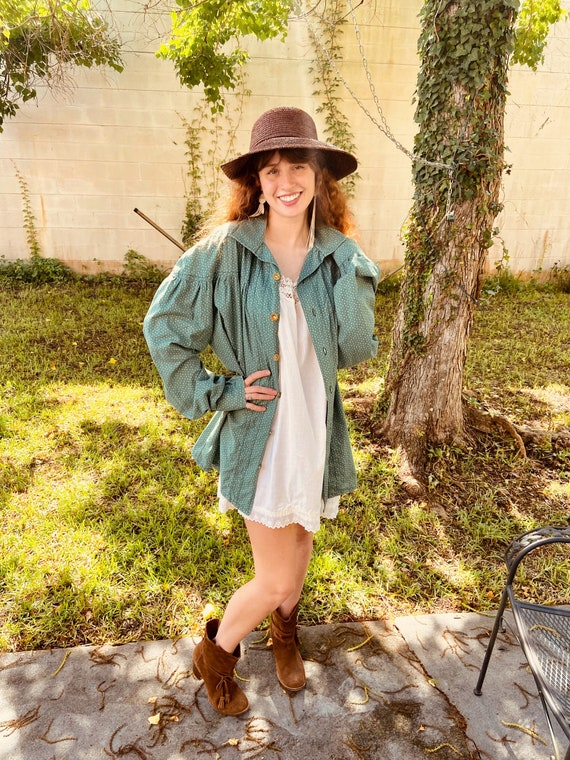 1970s Green Cotton Floral Prairie Blouse with Ful… - image 8